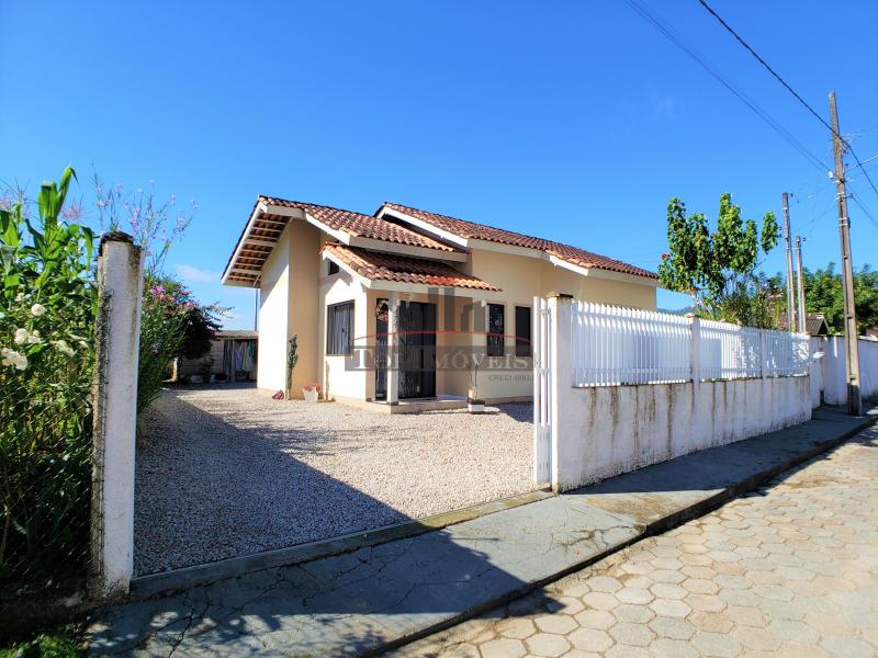 Linda Casa com 2 dormitórios | Terreno amplo | Guabiruba Sul