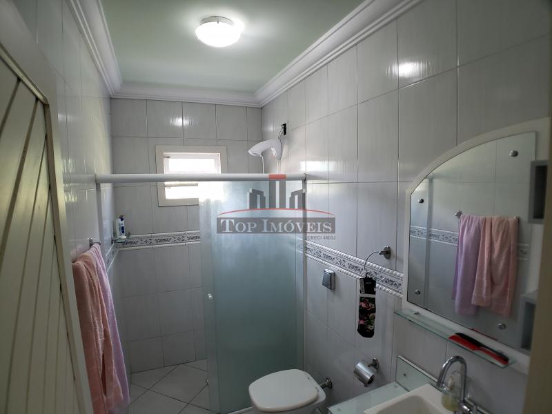 Linda Casa na Guabiruba Sul   2 quartos + 1 suíte   sala  cozinha   2 banheiros
