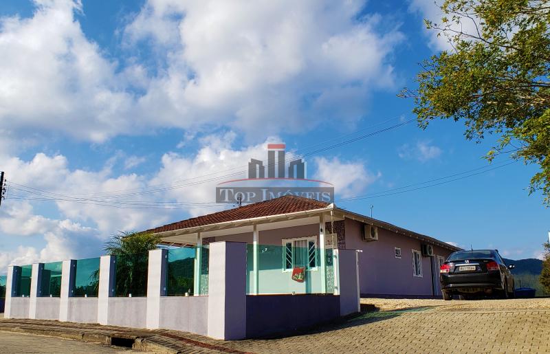 Linda Casa com 3 quartos | Terreno amplo | Próximo ao Centro