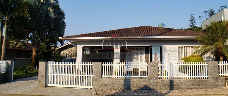 Maravilhosa casa na Guabiruba Sul   3 quartos   Terreno Amplo   Área de festas