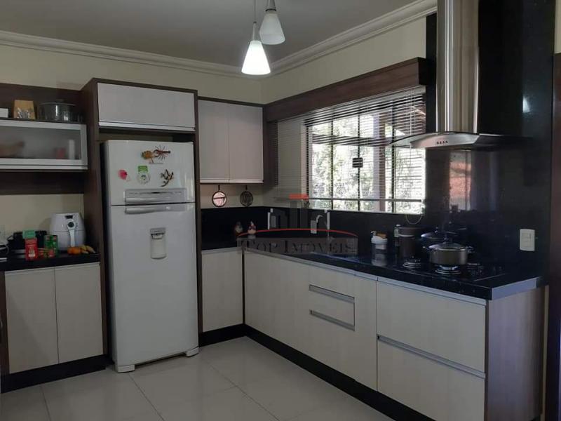 Linda propriedade com 2 casas | 6 quartos| Piscina | Rua tranquila | Guabiruba Sul