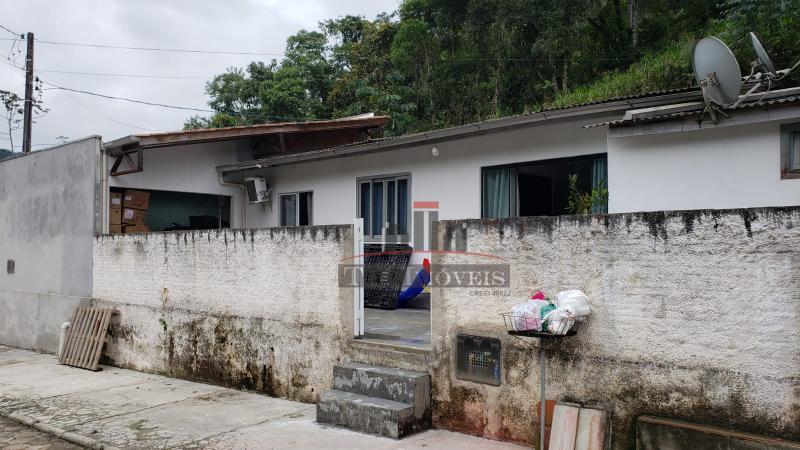 Casa com 2 quartos | área externa coberta | Guabiruba Sul